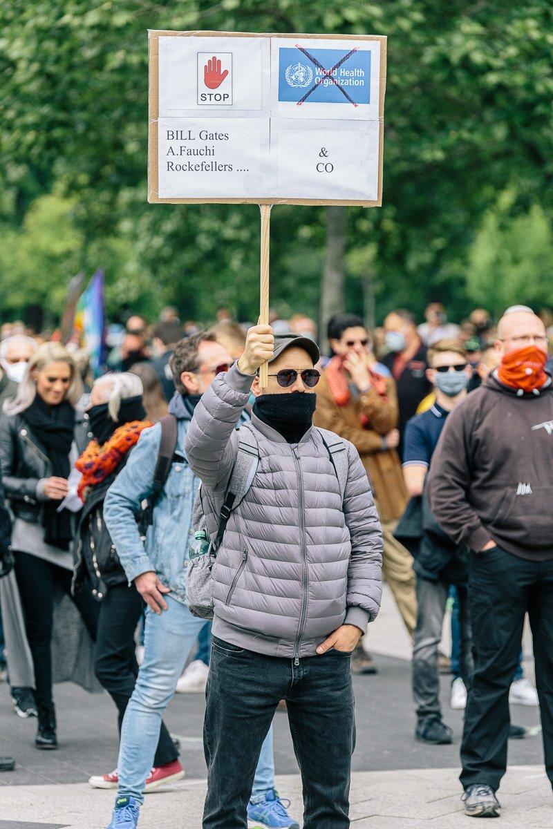 """Ein Teilnehmer der Kundgebung von """"Corona Diktatur nein Danke!"""" am 16.05.20."""