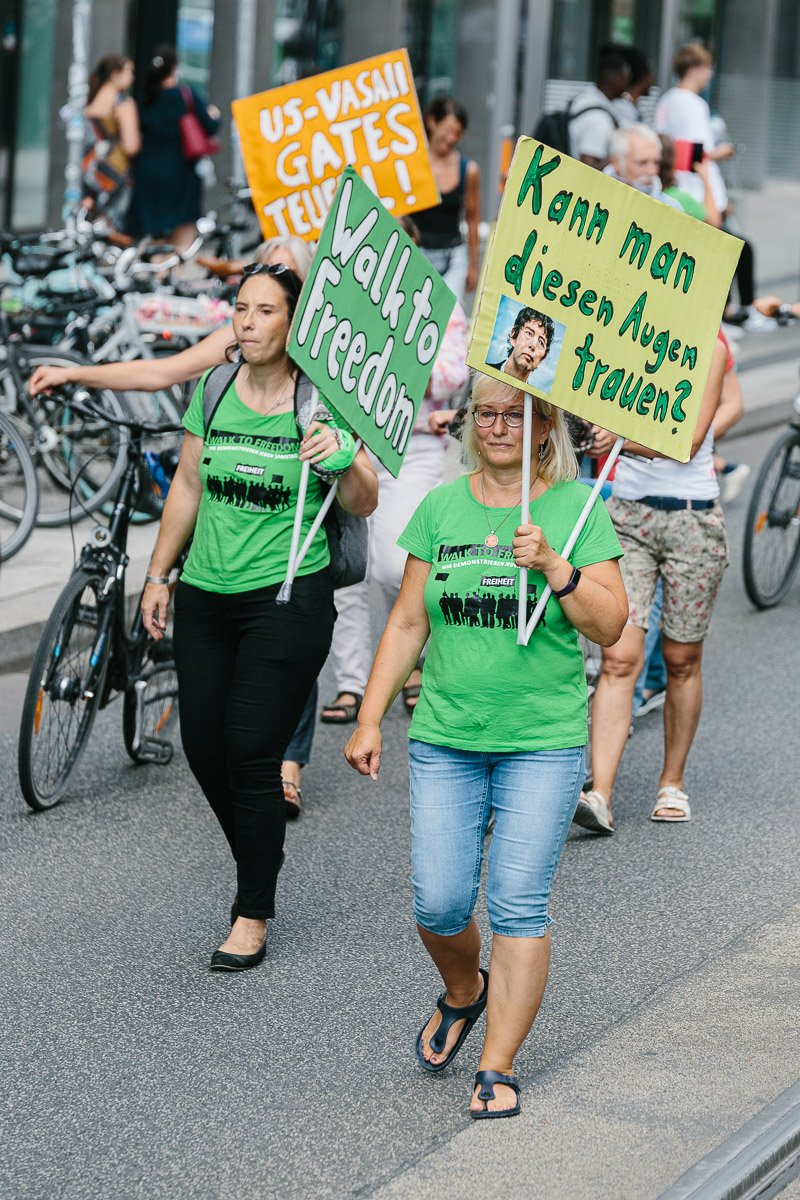 "Dr. med. Carola Kistel während der ""Walk to freedom"" Demonstration am 18.07.20."